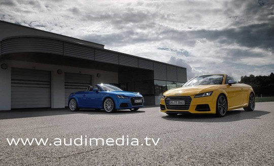 photo des modèle Audi TT et TTS Roadsteri sur la tarmac en sortie d'usine