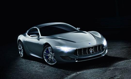 photo de l'avant droit de la Maserati Alfieri