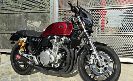 photo du profil droit de la Honda CB 1100 BadSeeds