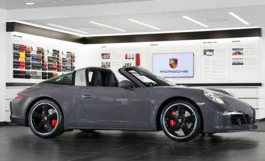 photo de profil droit de la Porsche 911 Targa